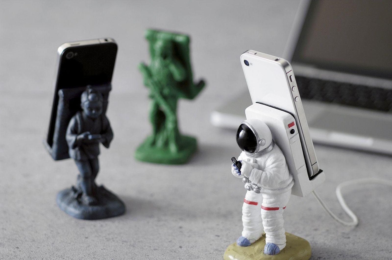 Подставка для смартфона в виде космонавта