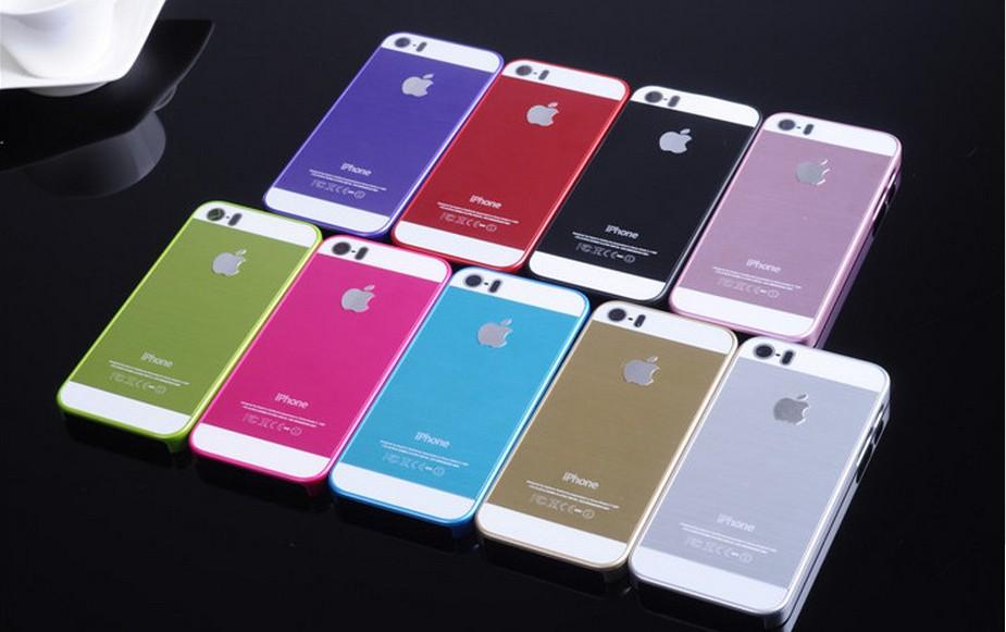 Чехол для iPhone 4, 4S, 5, 5S стальной расцветки сразу все выложенные на столе