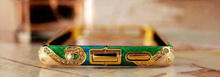 Металлический каркас - чехол от Christian Dior разных цветов со стразами Сваровски вид снизу
