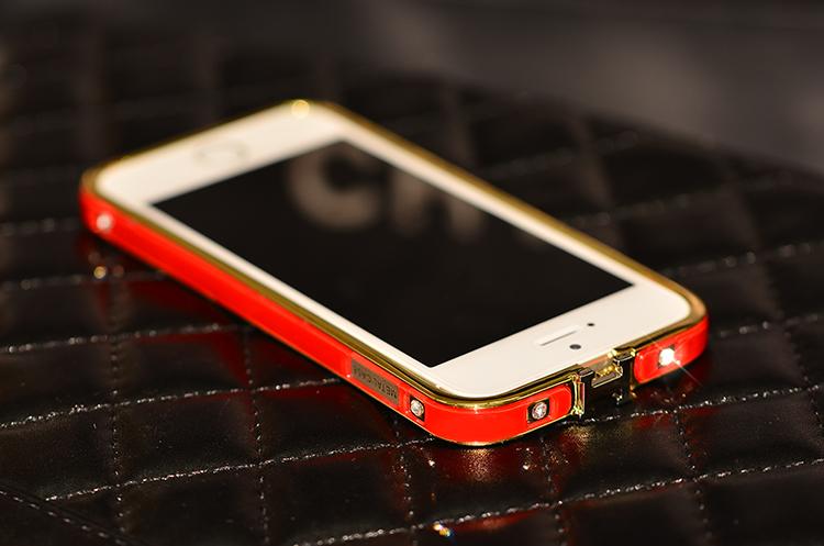 Чехол-каркас для iPhone 5, 5S, 6 со стразами и золотой обводкой красного цвета