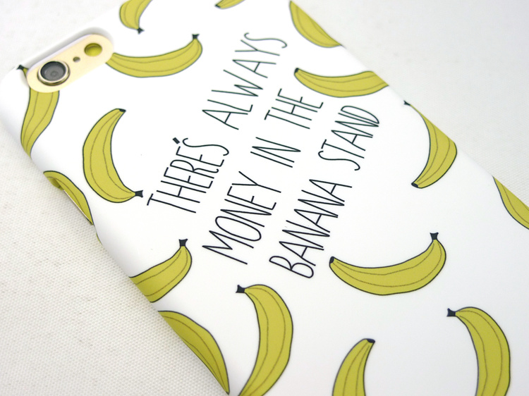 Чехол для iPhone с бананами близко в деталях