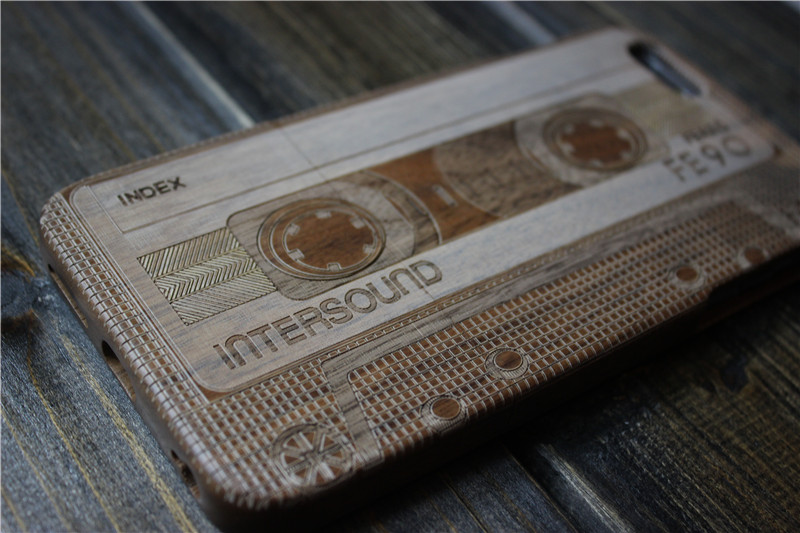 Деревянный чехол с рисунком кассеты для iPhone
