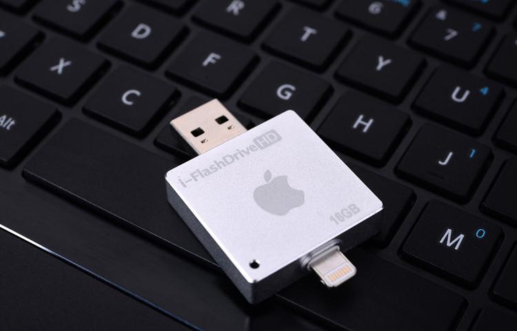 i FlashDrive HD флеш карта для устройств Apple белого цвета