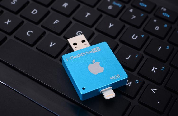 i FlashDrive HD флеш карта для устройств Apple синего цвета