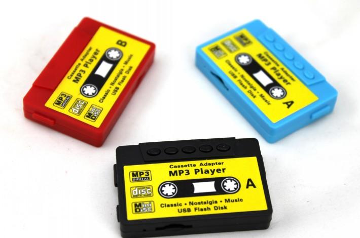 Ретро MP3-плеер в виде аудио-кассеты сразу все