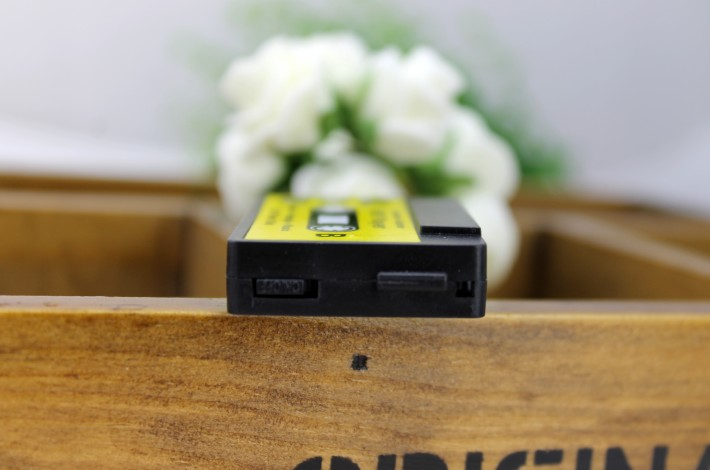 MP3-плеер в виде аудио-кассеты - черный сбоку