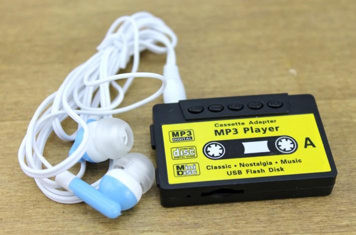 MP3-плеер в виде аудио-кассеты - черный с наушниками