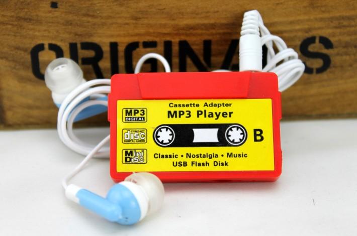 MP3-плеер в виде аудио-кассеты - красный с наушниками