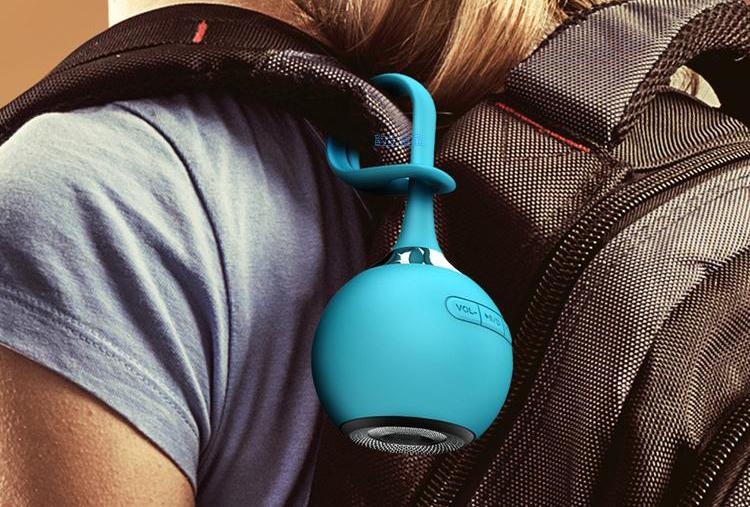 Водонепроницаемая Bluetooth колонка в дорогу на рюкзаке
